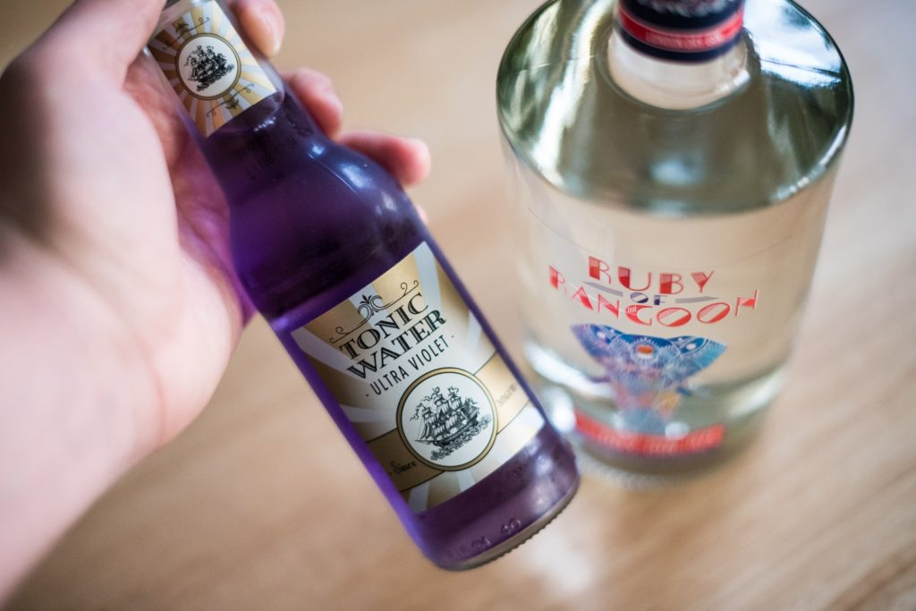 Ruby of Rangoon London Dry Gin mit Ultra Violet Tonic Water von LIDL