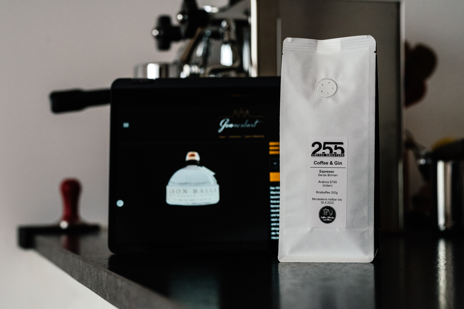 You are currently viewing Coffee & Gin Espresso | Unser mit Iron Balls Gin gereifter Espresso